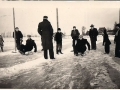 Fotoalbum Rein Weiland, Op de prikslee ijsbaan aan de Zwette Hinze Weiland en Catrines van der Werf