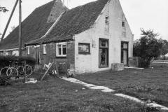 Pietsje de Vries, 11, Voor-_en_linker_zijgevel_-_Oosterwierum_-_20175249_-_RCE, Tsjerkebuorren 3, Juni 1976