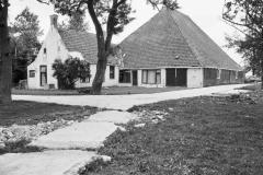 Pietsje de Vries, 12, Overzicht_-_Oosterwierum_-_20175247_-_RCE, Tsjerkebuorren 3, Juni 1976