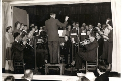 Fotoalbum Auke Hoekstra, 106, Ons Ideaal met uitvoering Kultuurried Winsum 10 maart 1959 met 2 koren van Weidum