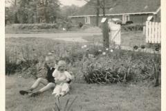 Fotoalbum Piet Boersma, 032, Piet 5 jier en Herman 1 jier, 1964