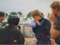 035 Fotoalbum Bokke Eekerk, 017, Merke jierren 80, Lieuwe Brandenburgh, Gertjan van der Meer en Gerlof Miedema