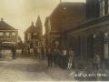 1905_Easterwierrum_voor_het_cafe_1_van_de_eerste_bussen_