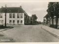 Fotoalbum HKE, 006, foarkant, Doarpsstrjitte - Bozumerweg, juny 1954