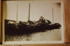 Fotoalbum Frits Hoekstra, 056, In de veenderij Drenthe nabij Klazinaveen