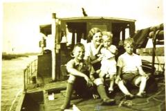 Fotoalbum Frits Hoekstra, 057, Hendrik, Trienke, Freddie en Marten Hoekstra