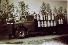 Fotoalbum Frits Hoekstra, 122, PICT0179 Sjoerd Bijlsma met zijn melkauto.