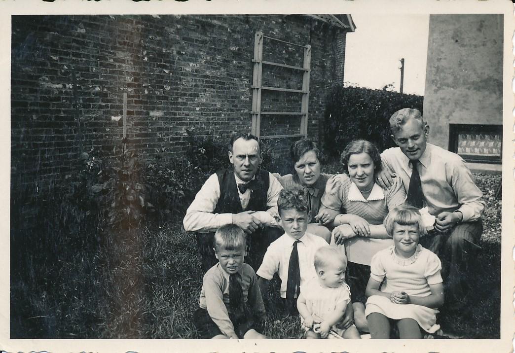 Fotoalbum Andre Kamsma, 022, Famylje Poelsma en Kamsma, jierren 30