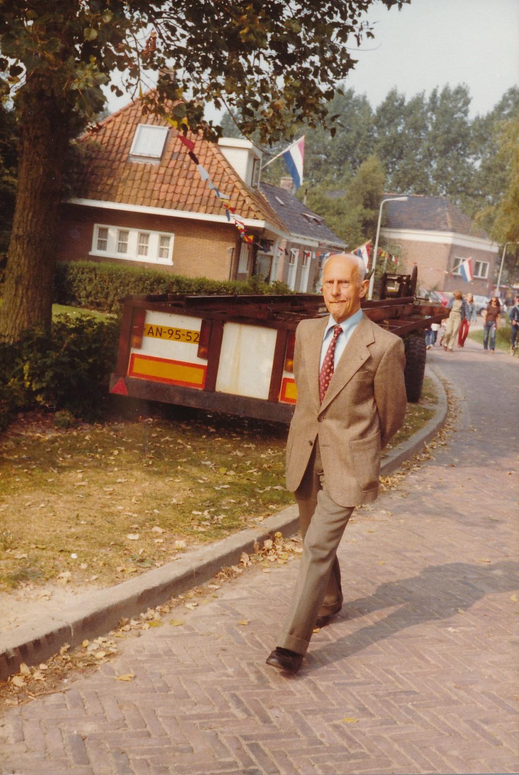 Fotoalbum Andre Kamsma, 031, Bauke Kamsma, rint op de Singel, Merke, 08-09-1981