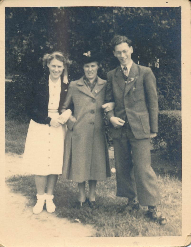 Fotoalbum Andre Kamsma, 055, merke en jubileum 1948, Julia, Anna, Andre Kamsma