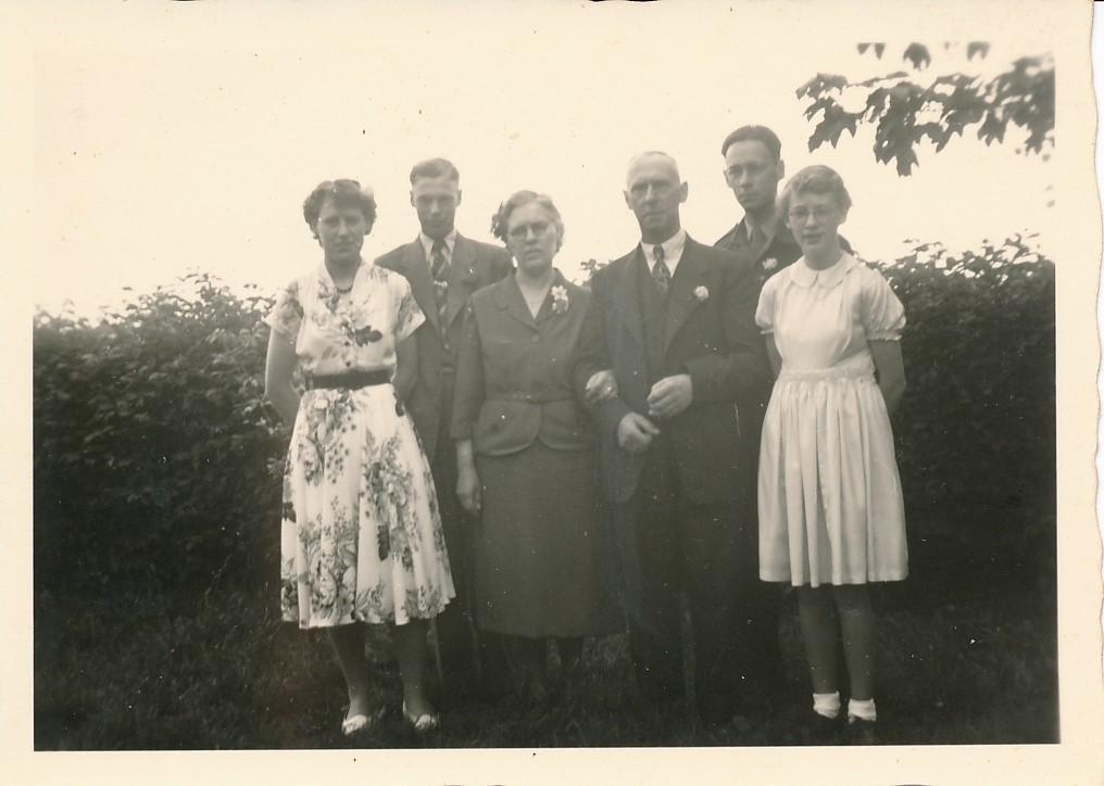 Fotoalbum Andre Kamsma, 062, Julia, Lauw, Anna, Bauke, Andre, Rjimke Kamsma, 5 juny 1953, 25 jierrich houlik