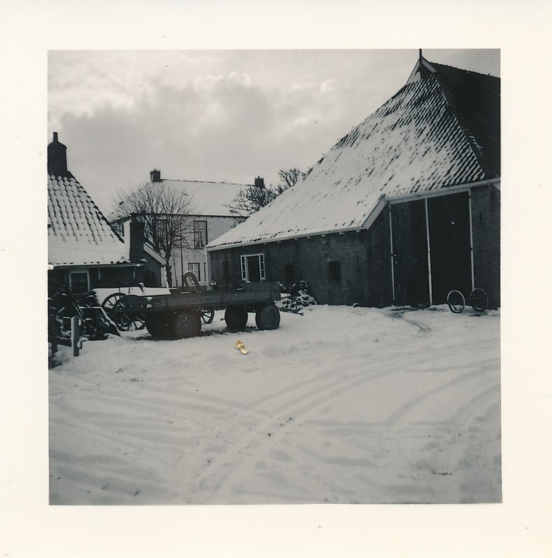 Fotoalbum Andre Kamsma, 069, Achterkant fan de pleats Meine Schaafsma, 1955-1956