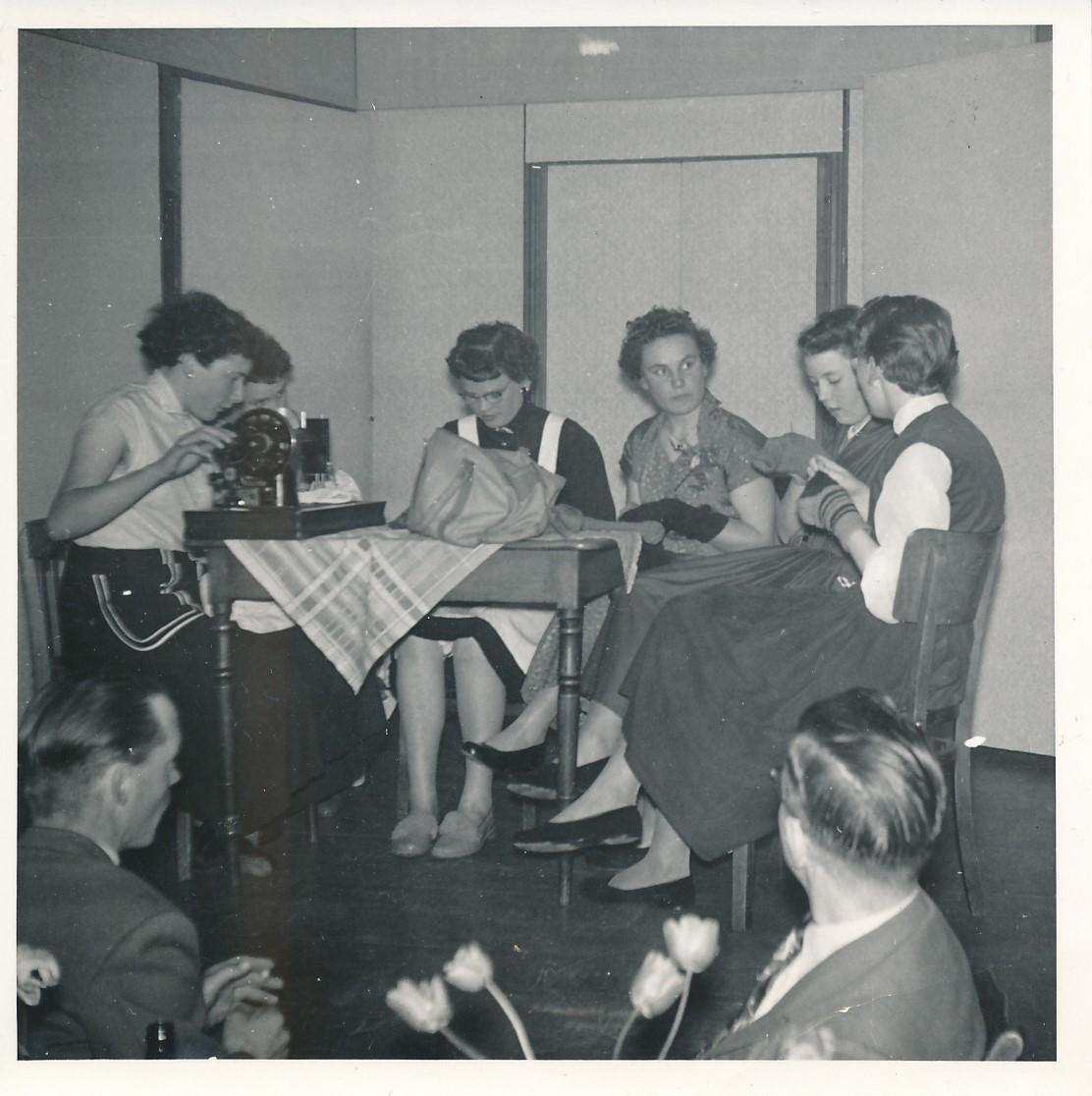 Fotoalbum Andre Kamsma, 079, Houliksfeest fan Hendrine en Frank Monkelbaan, maaie 1957