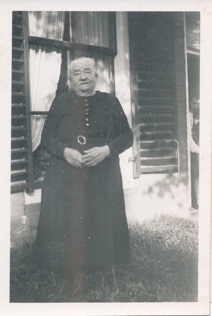 Fotoalbum Andre Kamsma, 104, Otje Palsma, hushâldster fam. Kamsma, 07-09-1871 tot en met 07-05-1943