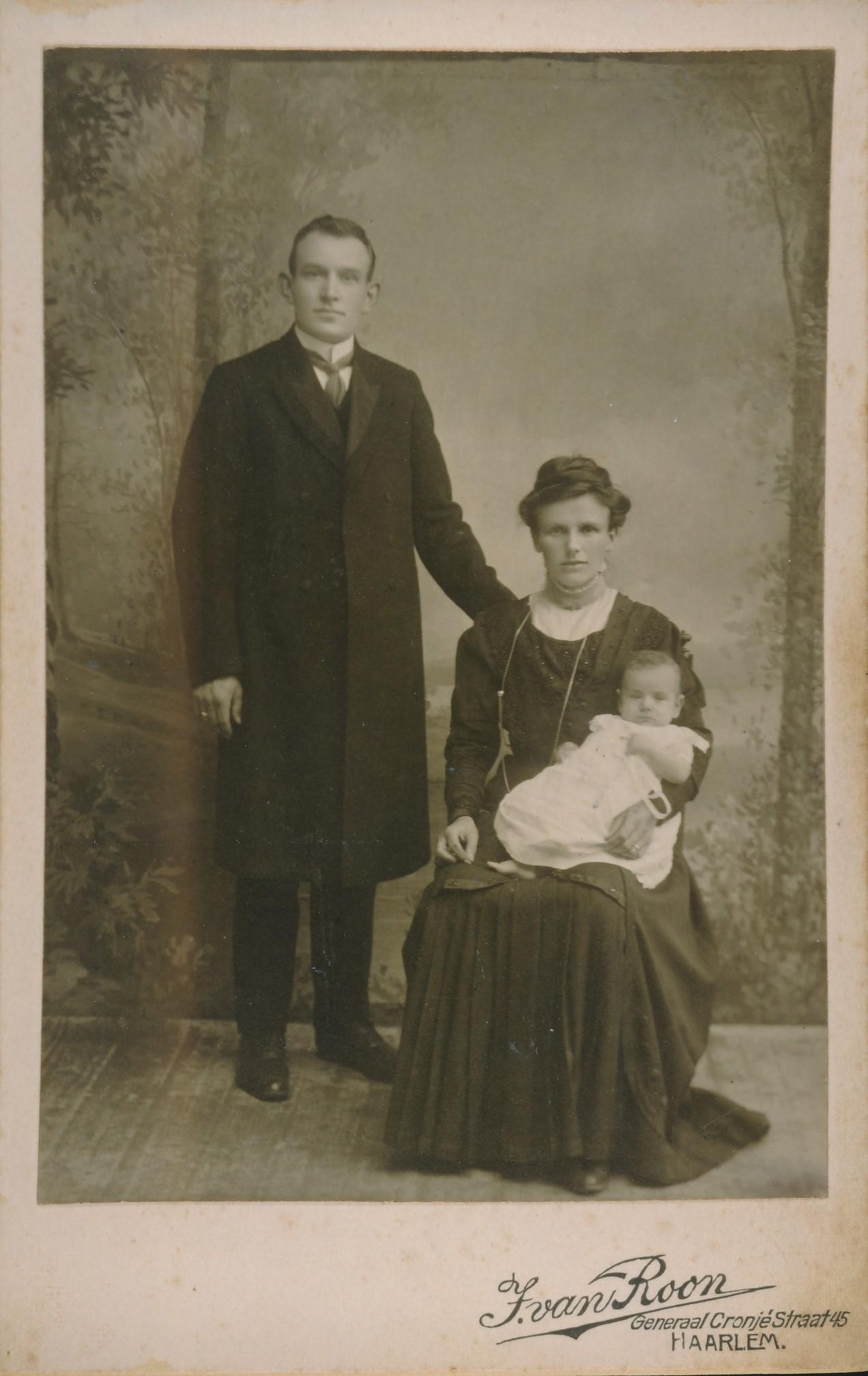 Fotoalbum Andre Kamsma, 118, Roelof Martinus Bezum en Tjitske Andries Kamsma, berne yn Easterwierrrum, (14-02-1885 tot 31-10-1967), 27-05-1911
