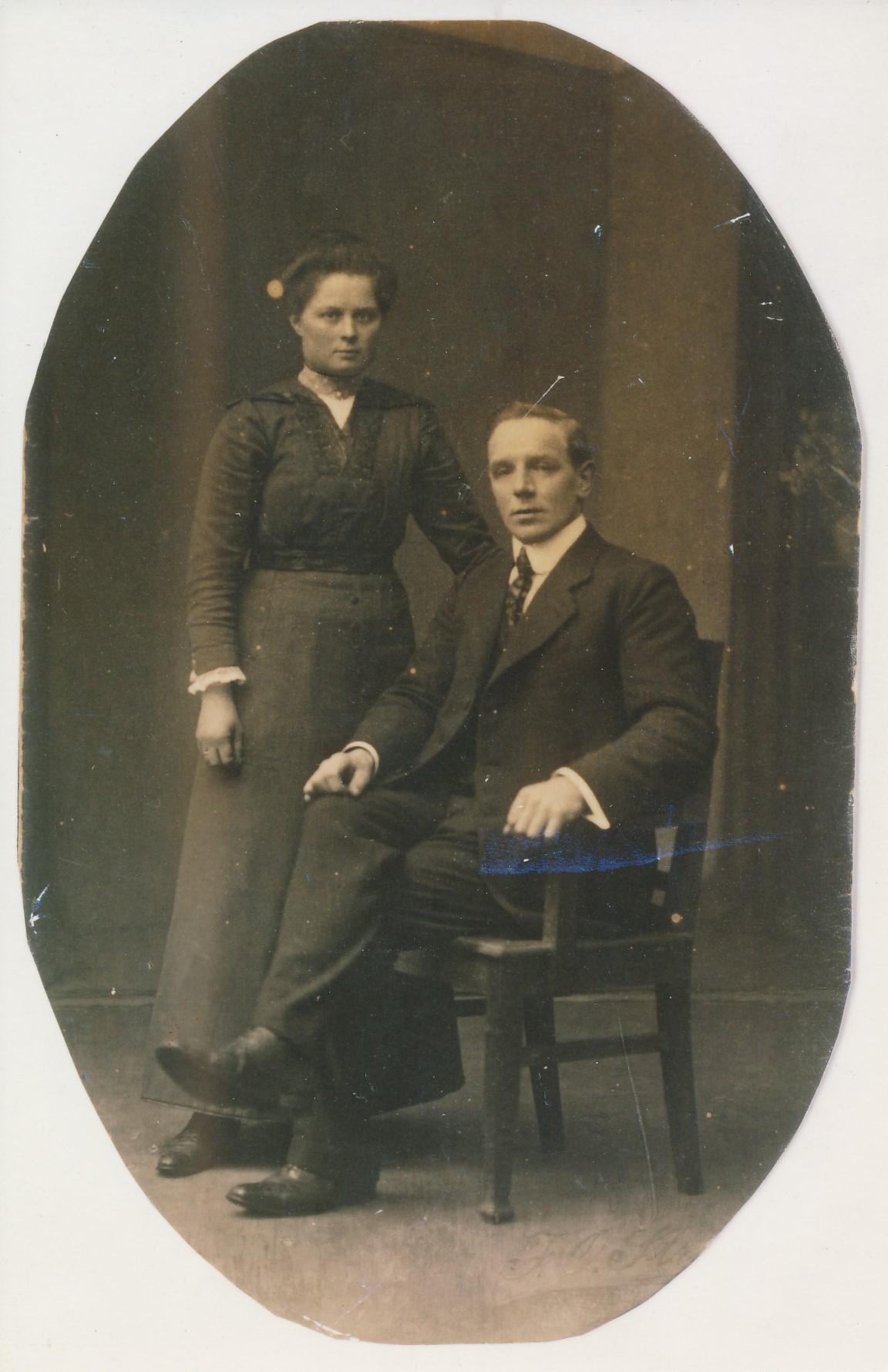 Fotoalbum Andre Kamsma, 120, Johannes Andries Kamsma, (24-06-1886 tot 16-01-1961) en Klaaske de Jong út Himmelum, 15-05-1916