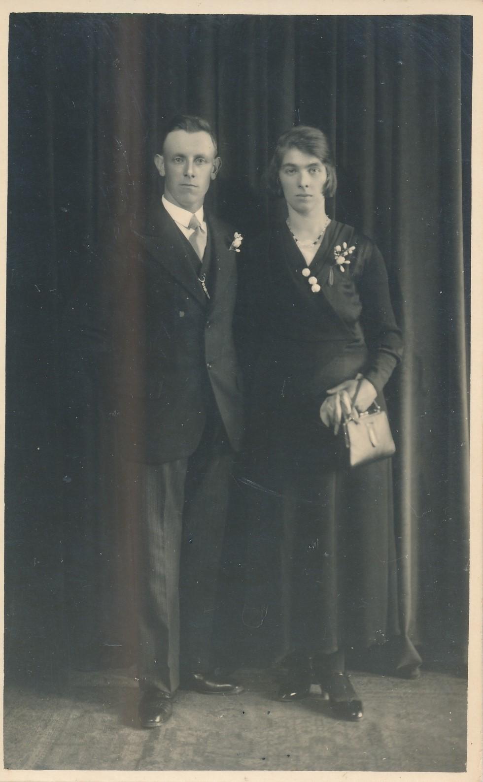 Fotoalbum Andre Kamsma, 127, Dominicus Kamsma (Boerearbeider) 11-05-1903 tot 31-07-1984, mei Janneke Veldman 08-01-1909 tot 05-05-1959, Foto 1933