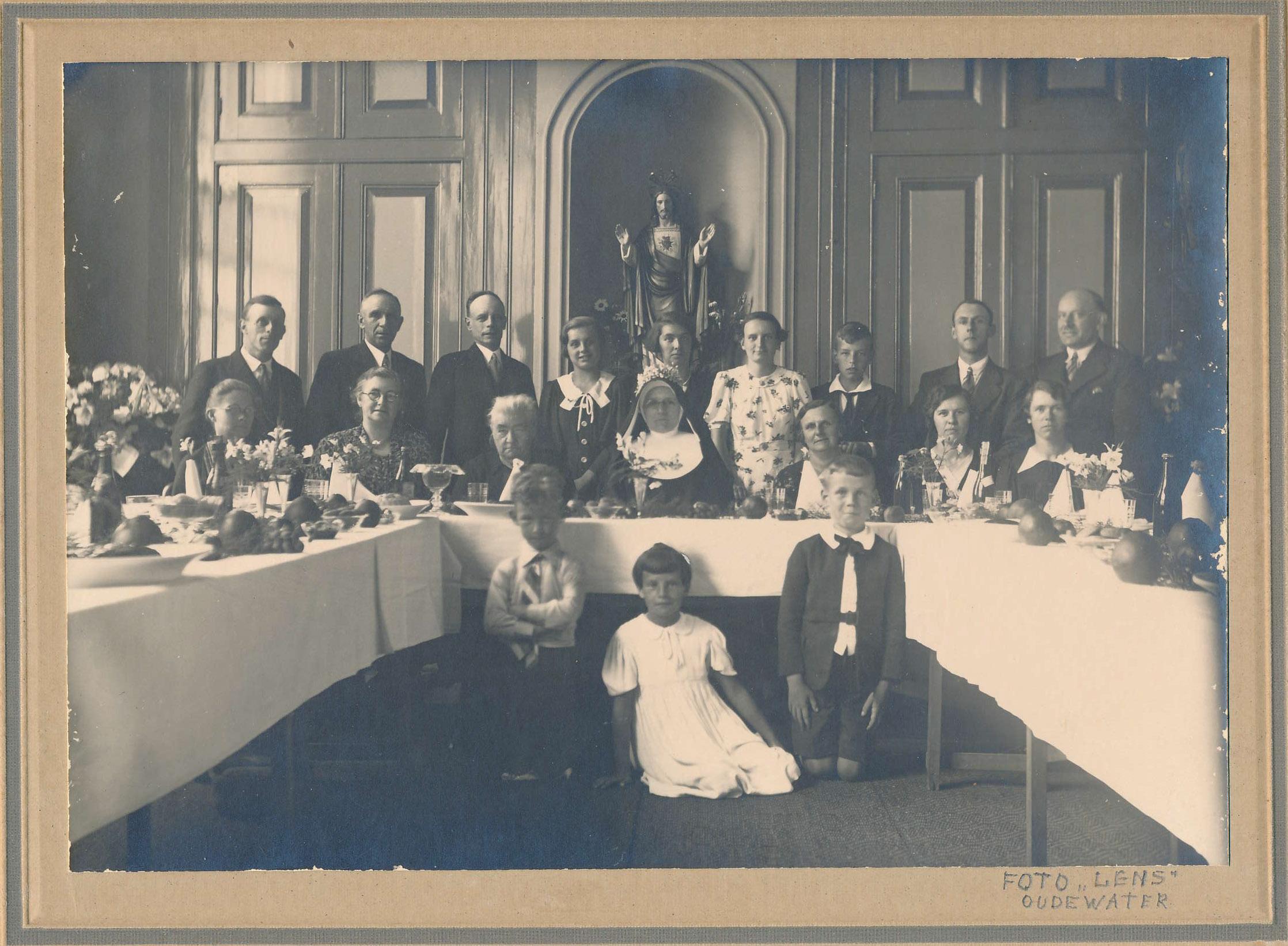 Fotoalbum Andre Kamsma, 130, Feest fan tante Alberta Kamsma (22-11-1887 tot 01-09-1941) op 09-06-1910 nei it kleaster, yn Oudewater, 25 jier profest, 09-06-1937