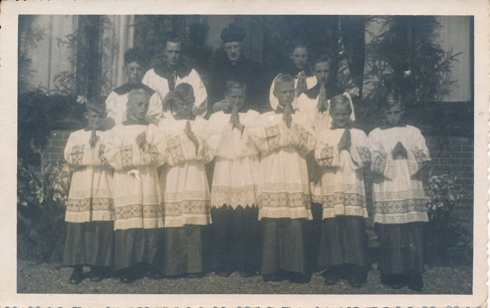 Fotoalbum Andre Kamsma, 149, Zilveren Priesterfeest fan N. W. van Oostrum, Pastoor Oosterwierum, 15-08-1946