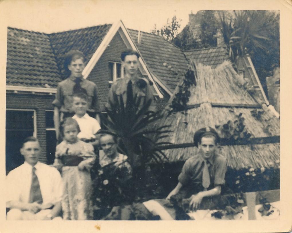 Fotoalbum Andre Kamsma, 155, Jubileum 50 jier Koningin Wilhemina (1898-1948), Optocht yn Easterwierrum, Dilledyk