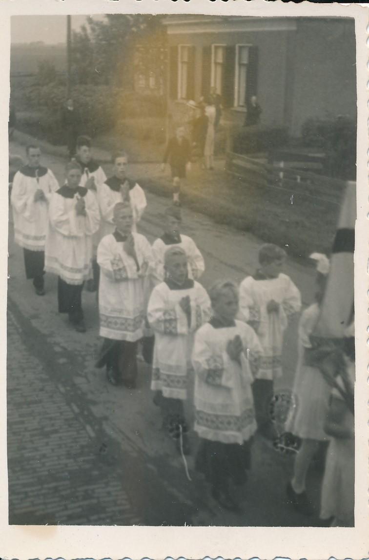 Fotoalbum Andre Kamsma, 161, Zilveren Priesterfeest fan N. W. van Oostrum, Pastoor Oosterwierum, 15-08-1946