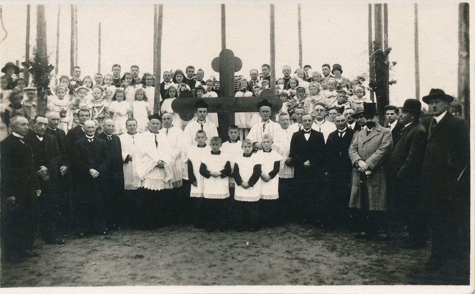 Fotoalbum Andre Kamsma, 166, warskynlik earste stienlizing fan de H. Wiro tsjerke yn Easterwierrum