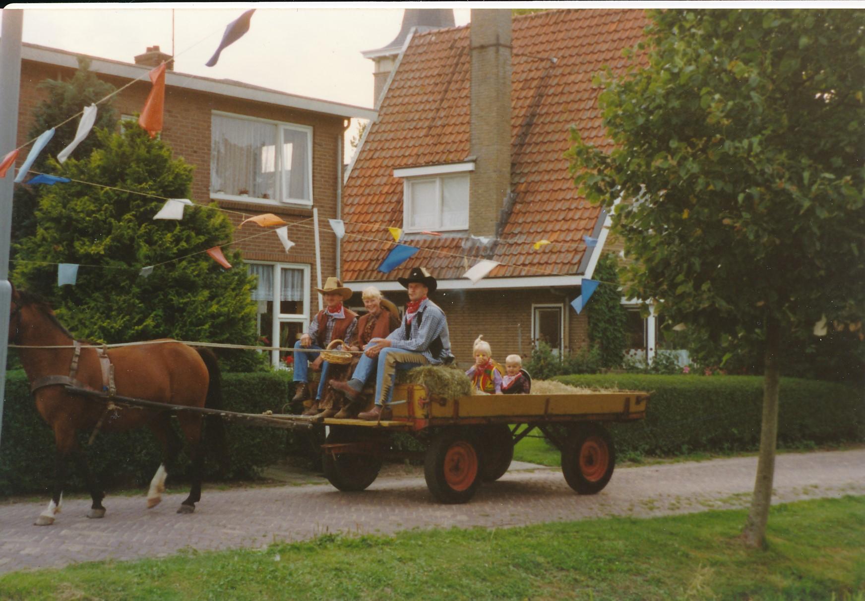 Fotoalbum Anneke Miedema, 010, Merke 1994, augustus, Frits Miedema, Baukje Boersma en Cor Miedema
