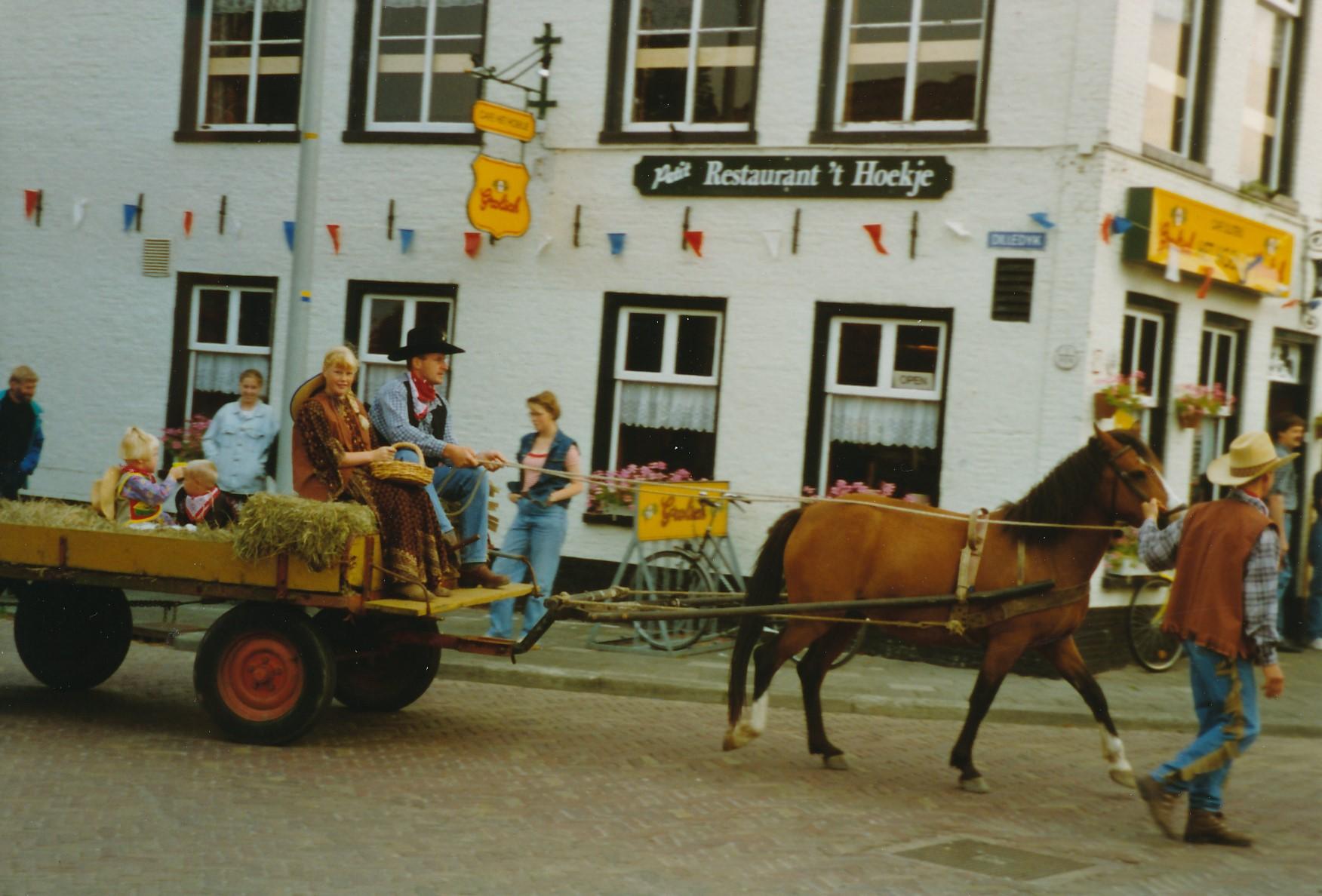 Fotoalbum Anneke Miedema, 011, Merke 1994, augustus, Frits Miedema, Baukje Boersma en Cor Miedema