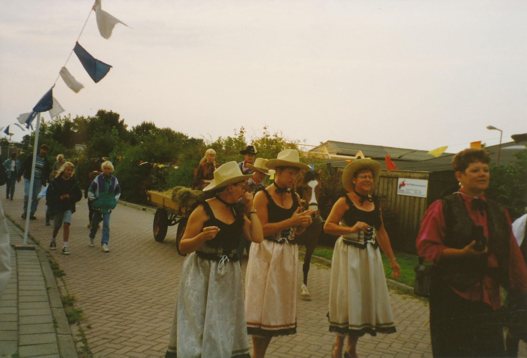 Fotoalbum Anneke Miedema, 013, Nieske, Agatha en Marijke, Merke 1994