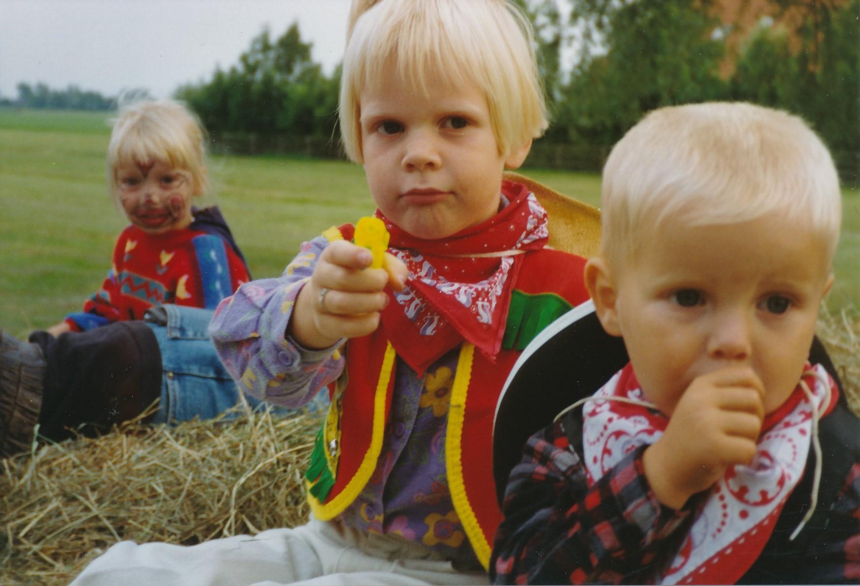 Fotoalbum Anneke Miedema, 014, Nieske, Agatha en Marijke, Merke 1994