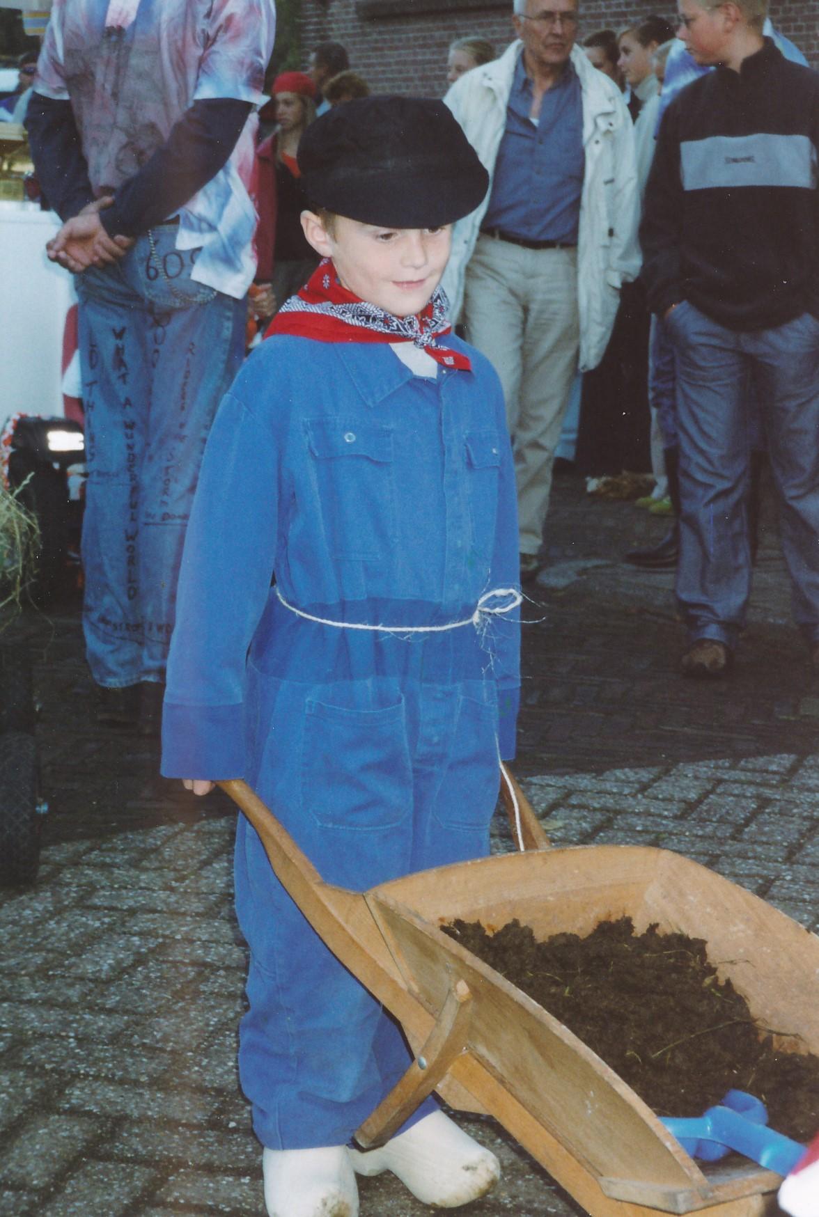 Fotoalbum Anneke Miedema, 017, Optocht Floris Miedema, Merke 2002