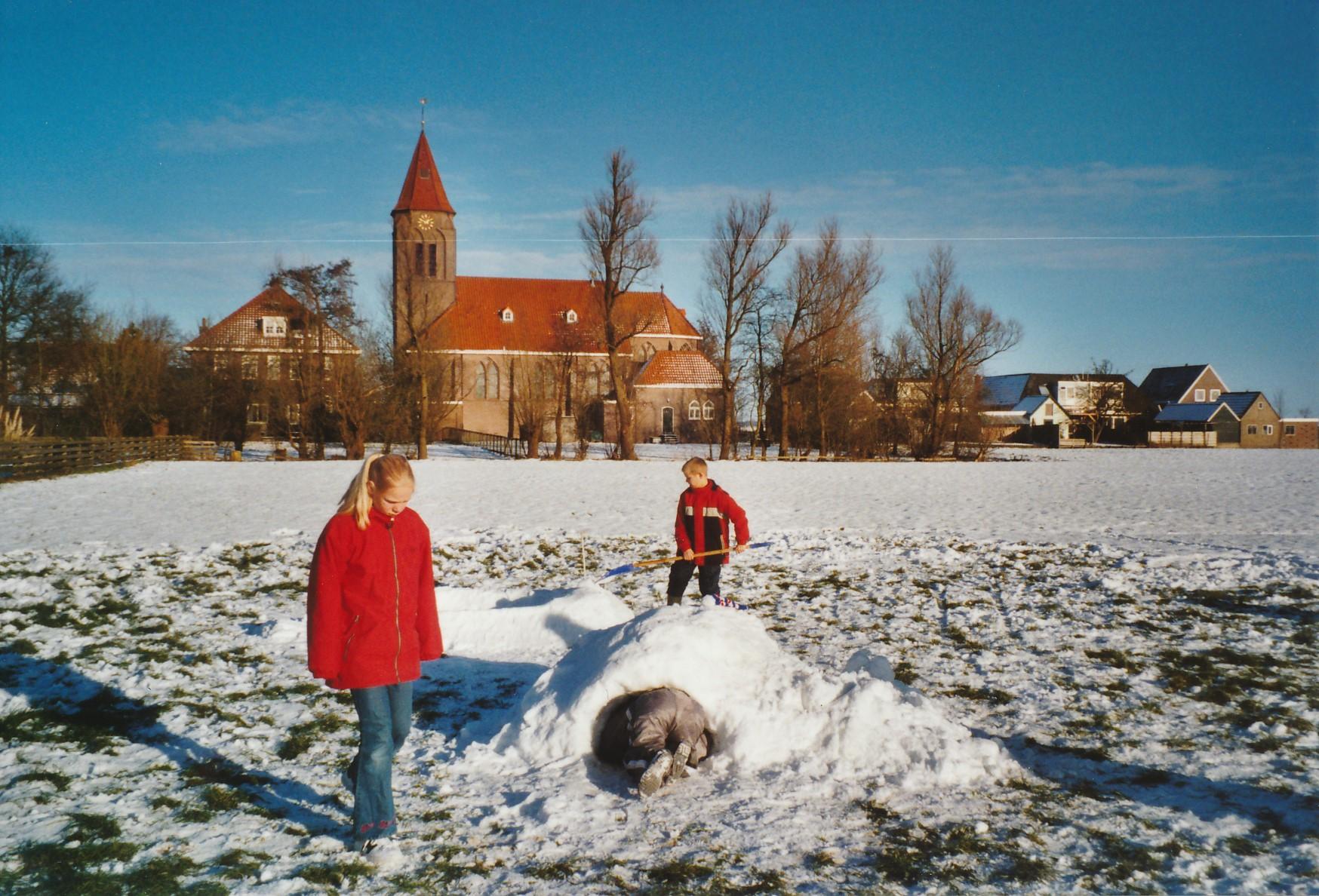 Fotoalbum Anneke Miedema, 083, Sape, Jitske en Wierd Miedema, winter 2001-2002