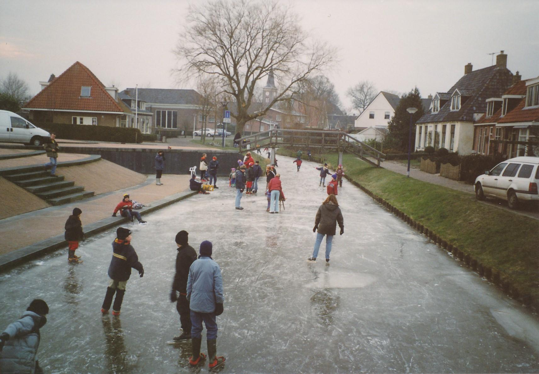 Fotoalbum Anneke Miedema, 086, Winter 2003-2004, hurdriden yn Easterwierrum, skoallebern