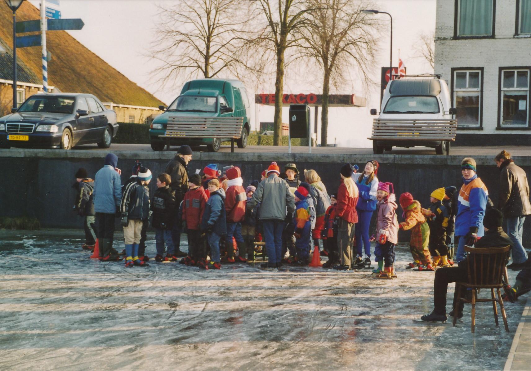 Fotoalbum Anneke Miedema, 087, Winter 2003-2004, hurdriden yn Easterwierrum, skoallebern