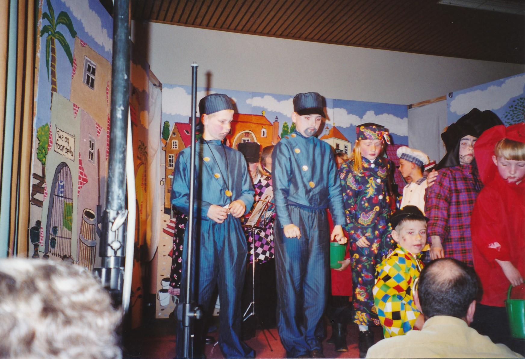 Fotoalbum Anneke Miedema, 111, Musical 2005, u.o. Menno Douma, Jelmer Melein, Sasia Abbing, Thedo van der Wal en Sytse Nauta