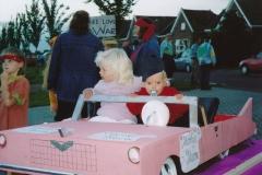 Fotoalbum Anneke Miedema, 019, Optocht Marije en Tamara Terra, Merke 2002