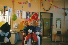 Fotoalbum Anneke Miedema, 035, Sinterklaas 1991, Jitske Miedema en Karin Douma