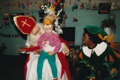 Fotoalbum Anneke Miedema, 038, Sinteklaes 1992, Jitske Miedema en Berber Hoitinga (Zwarte Piet)