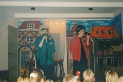 Fotoalbum-Astrid-Boersma-006-Marijke-Terra-en-Astrid-Boersma-Playbackshow-Keninginnedei-1995