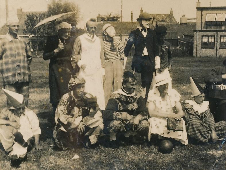 1_Fotoalbum-Eddie-Groen-026-Merkefoto-jierren-30-u.o.-Tjalling-Groen-en-Arjen-Postuma-Âld-smit