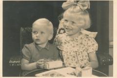 Fotoalbum-Gjetsje-Meintema-Coenraads-006-Stien-tje-en-Gjetsje-Meintema-1956