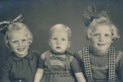Fotoalbum-Gjetsje-Meintema-Coenraads-019-Gjetsje-Gryt-en-Stien-Meintema-1958