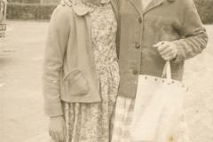 Fotoalbum-Gjetsje-Meintema-Coenraads-028-Stien-tje-Meintema-en-Dora-Jorna-1960-a