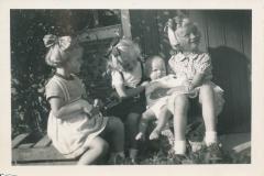 Fotoalbum-Gjetsje-Meintema-Coenraads-033-Wieke-Stien-Gjetsje-en-Gjetsje-jierren-50