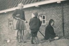 Fotoalbum-Gjetsje-Meintema-Coenraads-037-Stien-Gryt-en-Gjetsje-1956-a