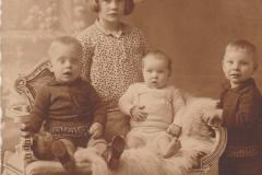 Fotoalbum-Fam.-Hoekstra-017-f.l.n.r.-Hendrik-Trynke-Jelle-en-Marten-Hoekstra