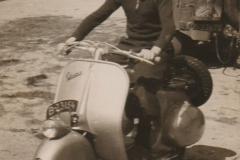 Fotoalbum-Fam.-Hoekstra-026-Freddie-Hoekstra-ca.-1952-It-plein