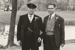 Fotoalbum-Fam.-Hoekstra-028-Frederik-Hoekstra-en-zijn-zoon-Jelle-yn-in-tehûs-yn-Limburg