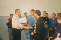Fotoalbum Jan en Marja Schotanus, 001, Ynweiding lietklok, 1993-1994, u.o. Nico Hettinga, Rintsje de Schiffart, Lieuwe Hoekstra, Arno de Vries, skoalmaster, Jaap Mulder, Meint Mi