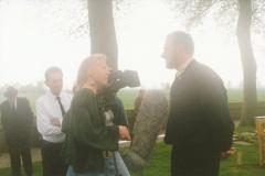 Fotoalbum Jan en Marja Schotanus, 025, Ynweiding liedklok, 1993-1994, u.o. Catharines van der Werf, Albert Stoelinga, Simone Scheffer (Omrop Fryslân), Rintsje de Schiffart